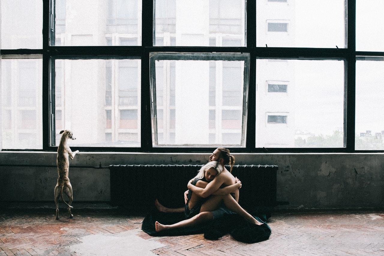 Coronavírus e distanciamento social: como fazer sexo seguro (Foto de Olya Kobruseva no Pexels)